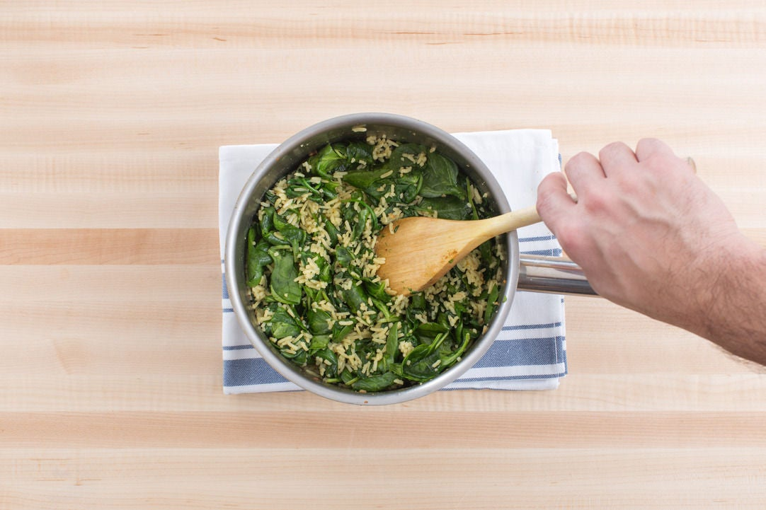 Make the garlic-spinach rice: