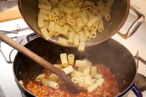 Add the pasta to the sauce: