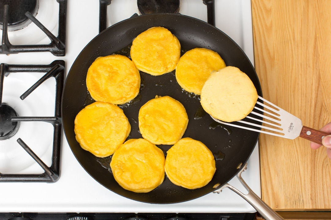 Form & cook the arepas: