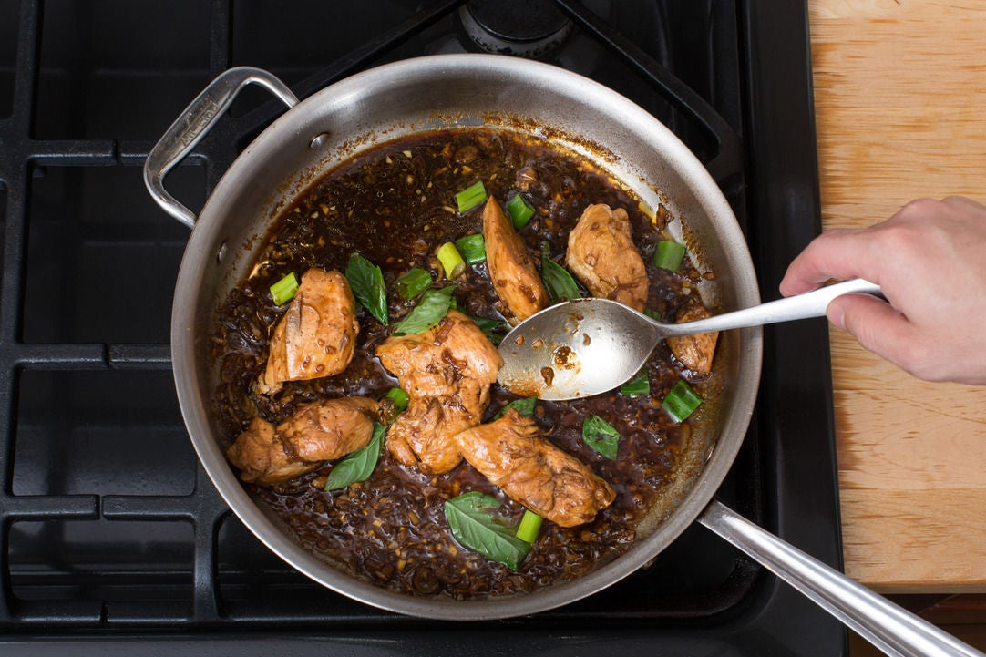 Make the sauce & finish the chicken: