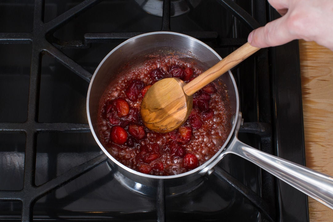 Make the cranberry chutney: