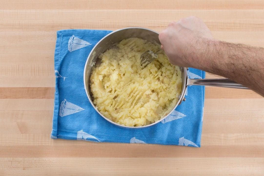Make the apple mashed potatoes: