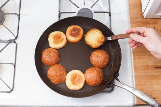 Toast the buns & make the sauce: