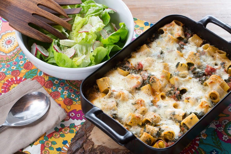 Blue apron spinach pizza - Baked Spinach Mozzarella Rigatoni With Butter Lettuce Radish Salad