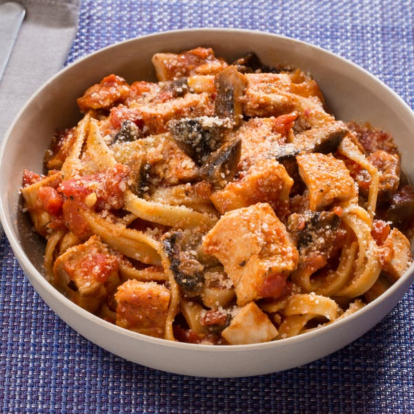 Chicken Cacciatore with Fettuccine Pasta & Mushrooms