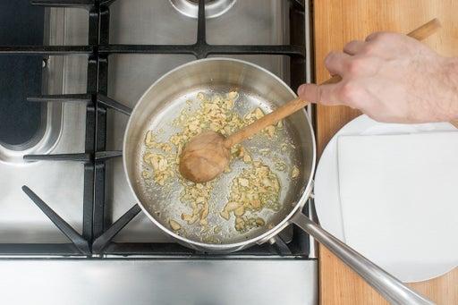Make the garlic peanuts: