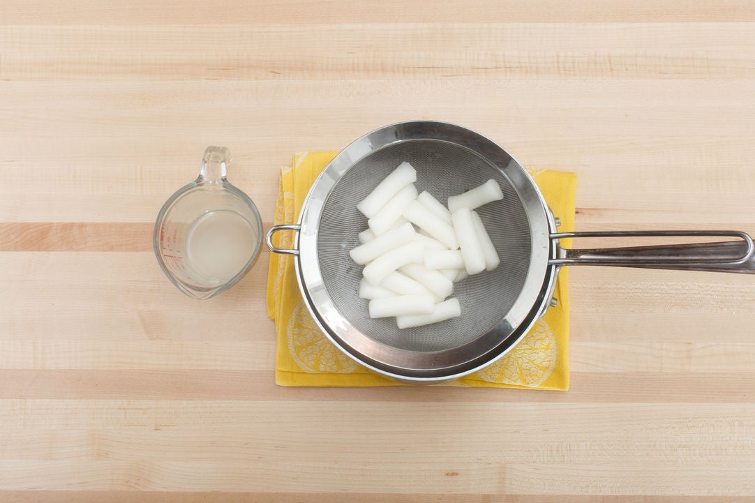 Cook the rice cakes: