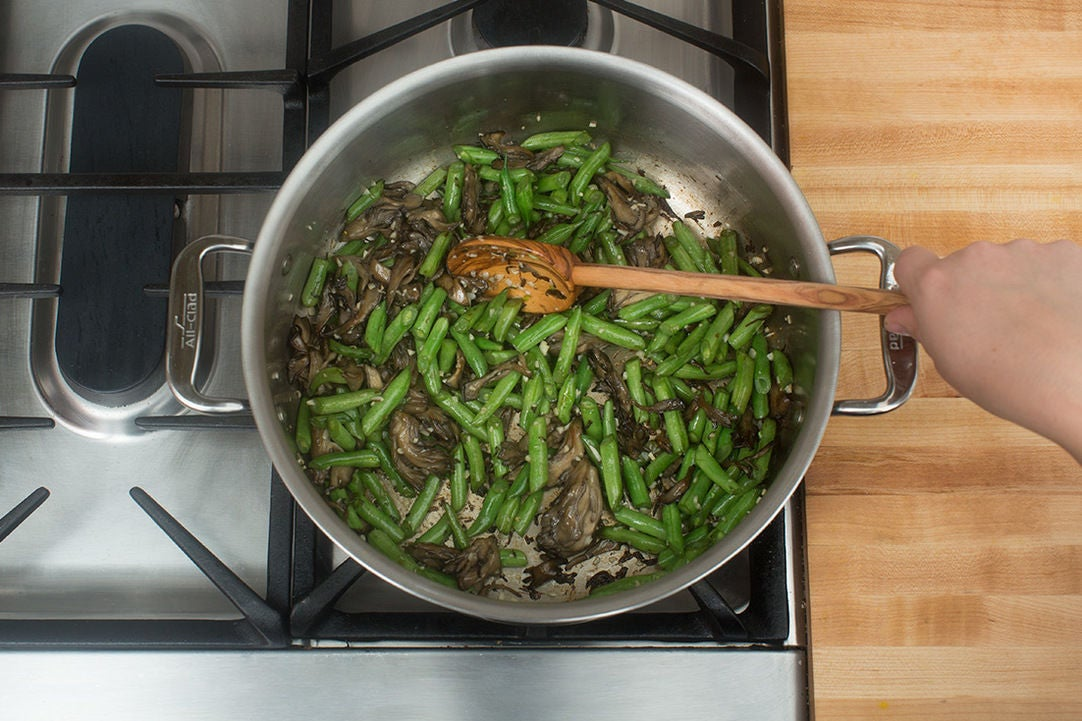 Add the green beans & garlic: