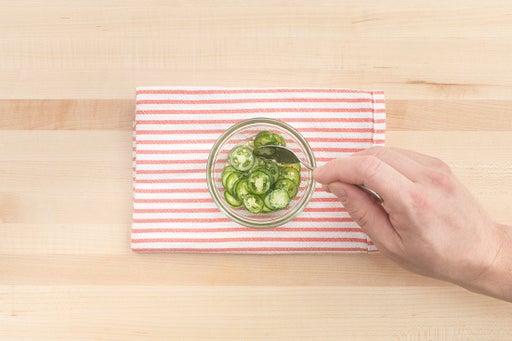 Marinate the pepper: