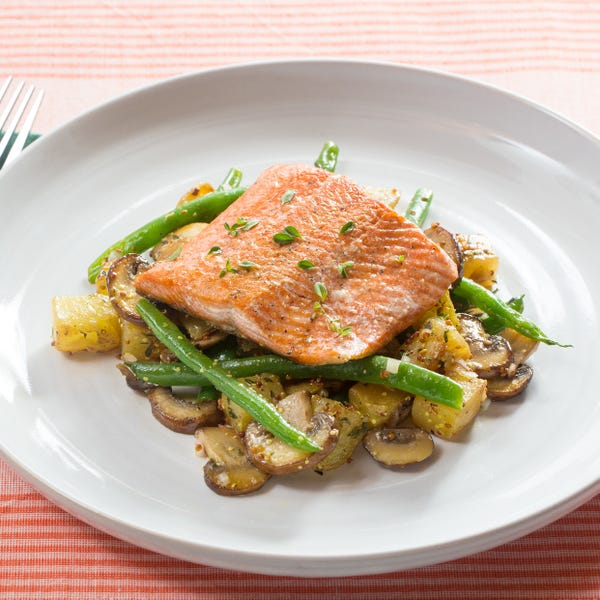Steakhouse Salmon with Thyme-Sautéed Potatoes, Green Beans & Mushrooms
