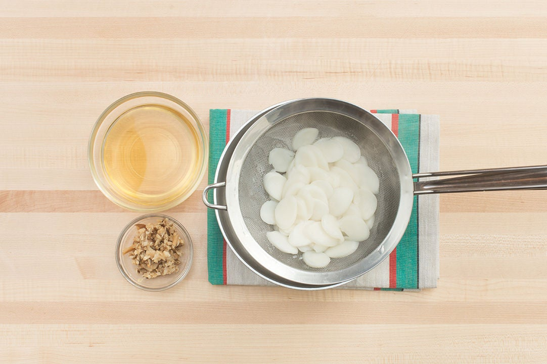 Cook the rice cakes & chop the mushrooms: