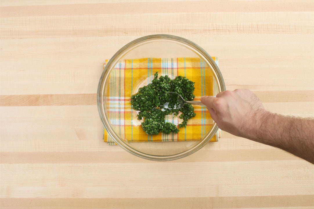 Cook the arugula & make the pesto: