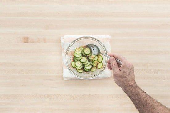 Marinate the cucumber: