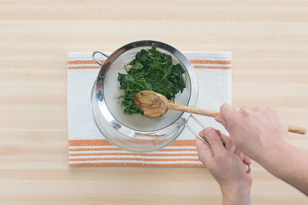 Cook the spinach & make the filling: