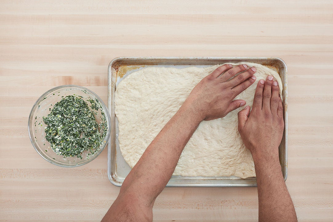 Make the topping & prepare the dough: