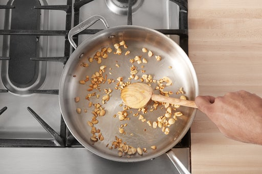 Make the garlic peanuts: