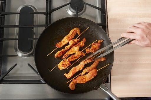 Cook the chicken skewers:
