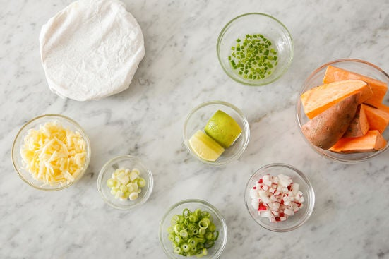 Prepare the ingredients & marinate the pepper: