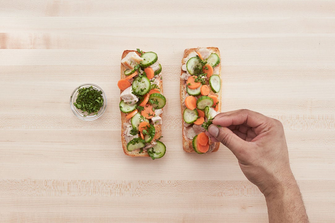 Finish the báhn mì & plate your dish: