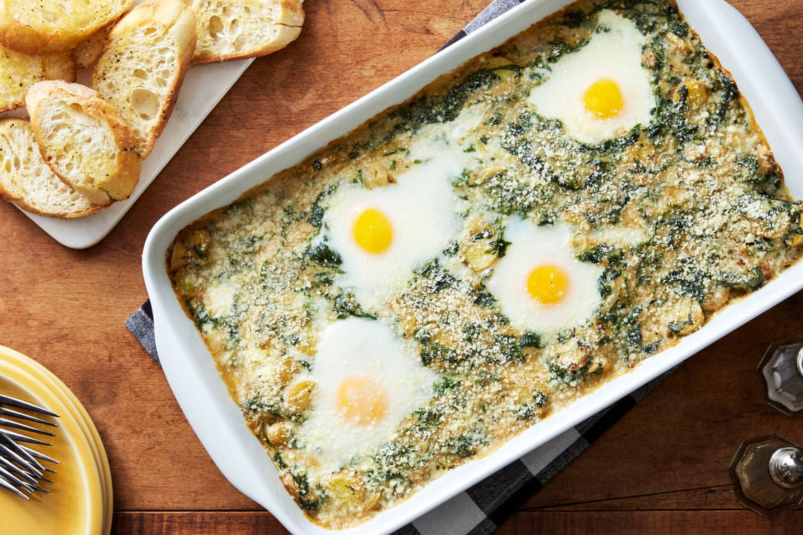 Creamy Spinach & Potato Baked Eggs with Garlic Toasts