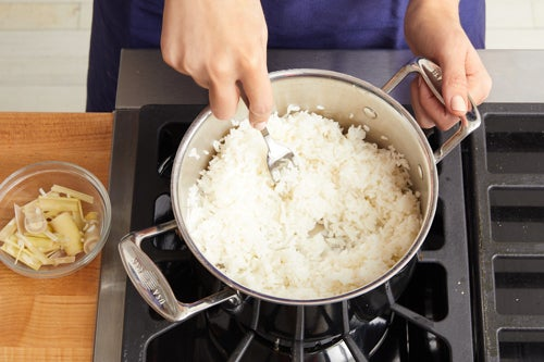 Cook the lemongrass rice: