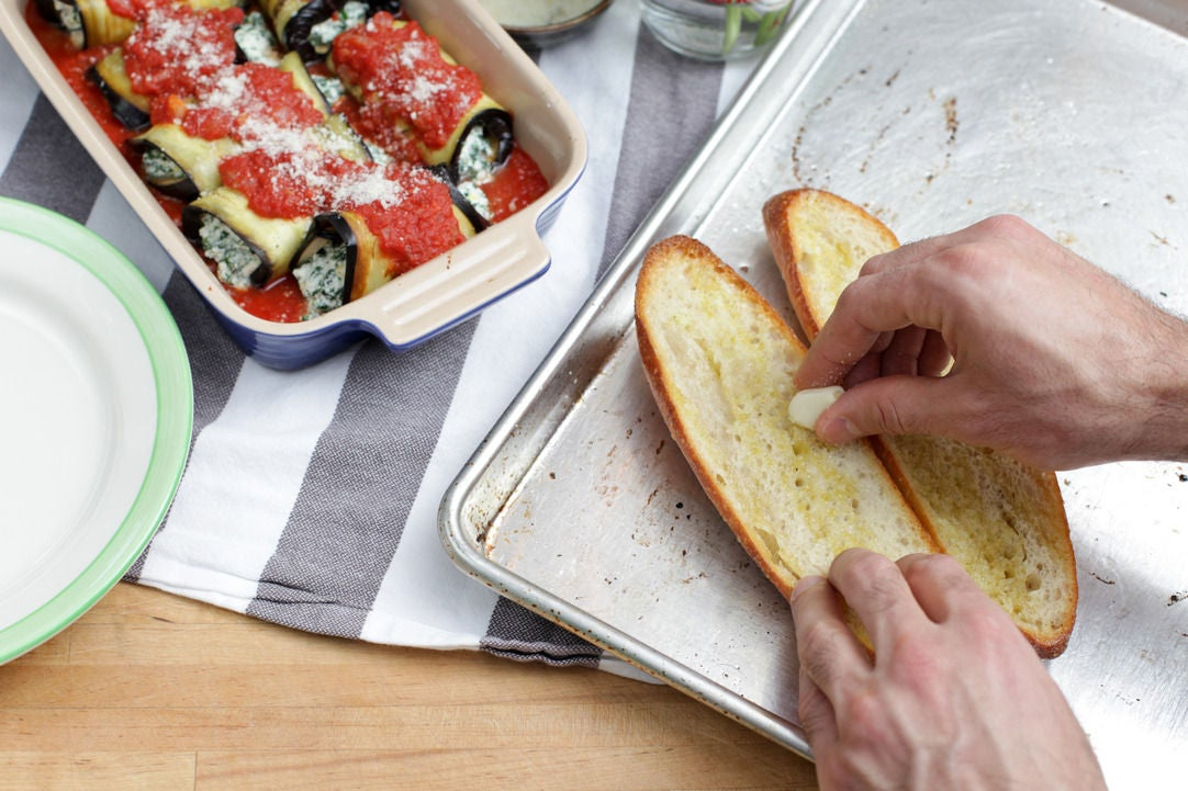 Finish the garlic bread & enjoy: