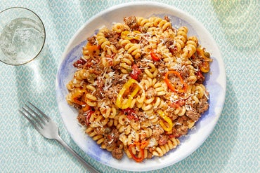 Beef & Fusilli Pasta with Sweet Pepper & Tomato Sauce