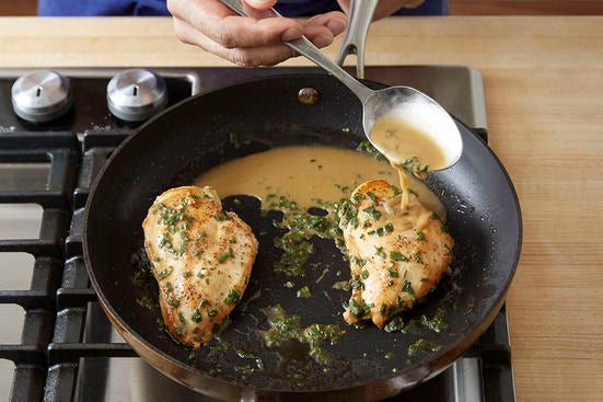 Finish the chicken & make the sauce: