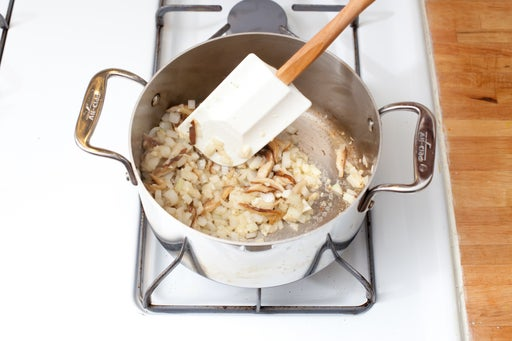 Cook the mushrooms, onion, & garlic: