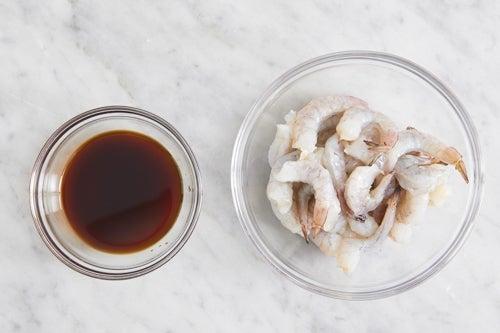 Prepare the shrimp & make the sauce: