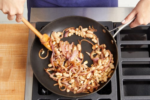 Cook the onion & beans: