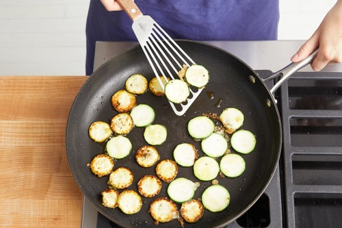 Make the tempura zucchini: