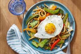 Spicy Vegetable & Udon Stir-Fry with Sunny Side-Up Eggs