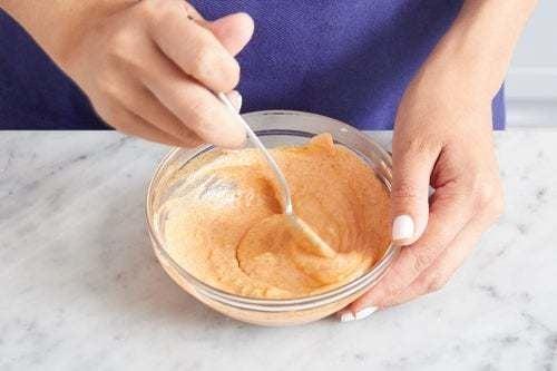 Make the harissa yogurt: