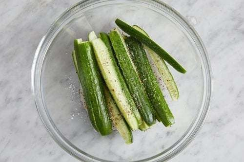 Marinate the cucumbers: