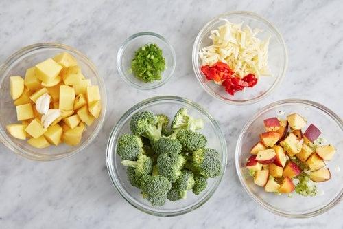 Prepare the ingredients & make the peach salsa:
