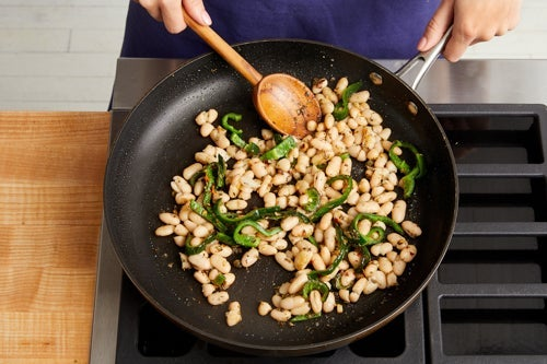 Cook the pepper & beans:
