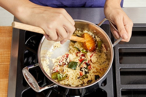Finish the couscous & serve your dish: