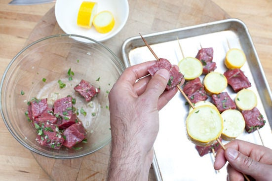 Marinate the beef & assemble the kabobs: