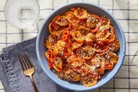 Creamy Tomato Pasta with Mushrooms, Sweet Peppers & Parmesan Cheese