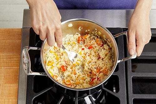 Make the pepper rice: