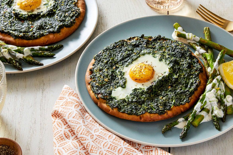 Blue apron omaha - Baked Spinach Egg Flatbreads With Saut Ed Asparagus Lemon Aioli