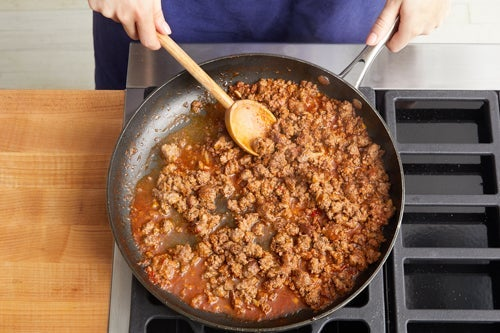 Cook the beef & make the sauce: