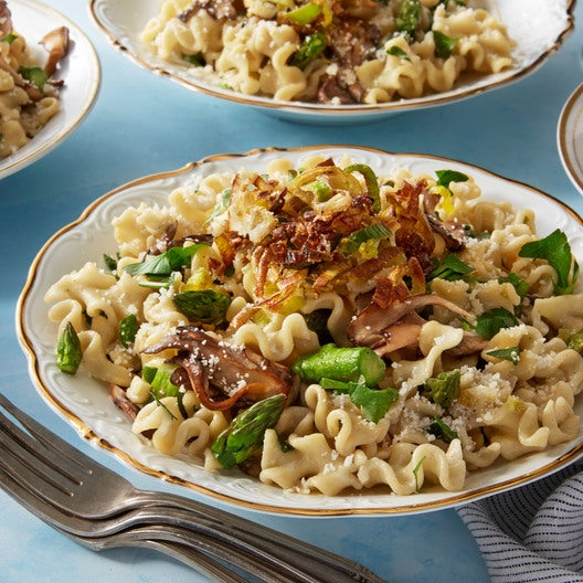 Creamy Mafalda Pasta with Asparagus, Mushrooms, & Crispy Leek