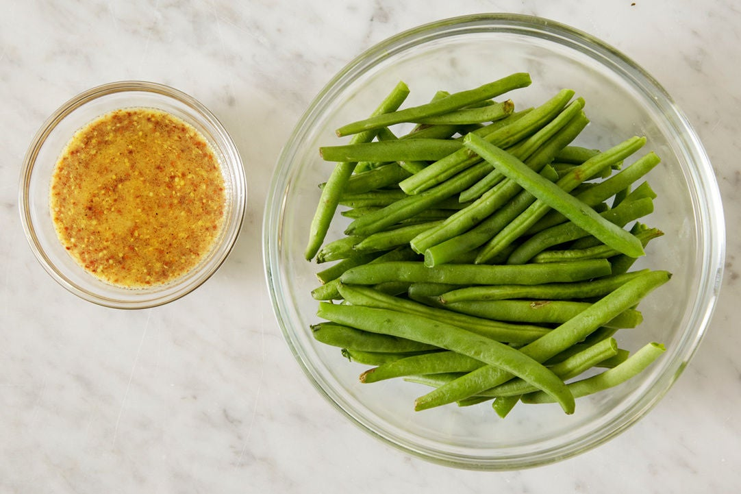 Prepare the green beans & make the dressing: