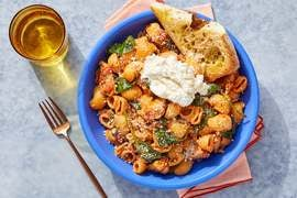 Chicken & Spinach Lumaca Rigata Pasta with Ricotta & Garlic Bread