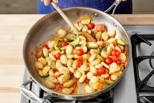 Finish the gnocchi & serve your dish: