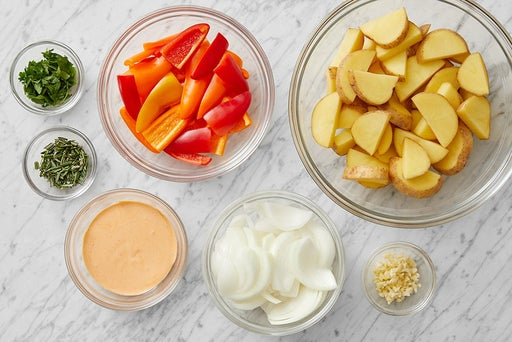 Prepare the ingredients & make the spicy mayo: