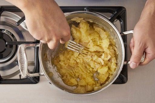 Make the garlic mashed potatoes: