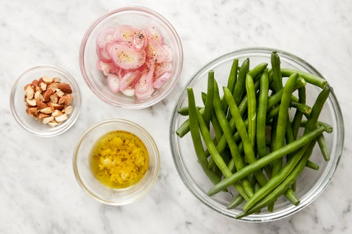 Prepare the remaining ingredients & make the garlic oil: